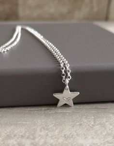 Initial star chain necklace for ladies Personalized Gifts, Handmade Gifts, Handmade Items, Handmade Jewelry, Unique Gifts, Personalised Cushions, Cool Gifts For Women, Simple Jewelry, Jewelry Ideas