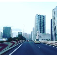【chulavista1995】さんのInstagramをピンしています。 《ビルの森へGOです😳 . 本当はほんとの森の方がいいな〜と思う自然大好きな私です😶 . #東京#首都高速#ビル#都会の空 #並ぶ#森#道路#スピード #tokyo#highway#building#forest#speed#drive#sightseeing#japan》