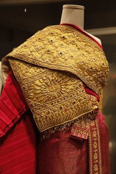Queen Sirikit Museum of Textile Cultural Thailand Tradition Traditional Thai Clothing, Traditional Fashion, Traditional Dresses, Thai Wedding Dress, Thailand Fashion, Thai Fashion, Queen Sirikit, Textile Museum, Thai Dress
