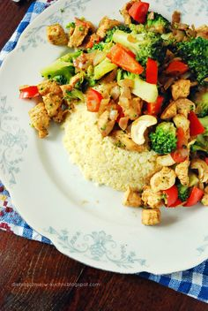 Moje Dietetyczne Fanaberie: Kasza jaglana z kurczakiem i indyjską nutą Garam Masala, Kung Pao Chicken, Pasta Salad, Good Food, Beans, Food And Drink, Rice, Dinner, Healthy
