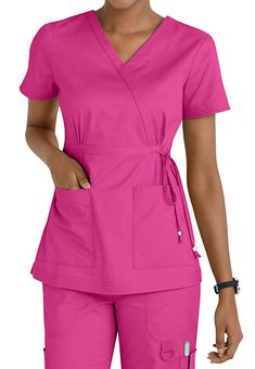 Women's scrub tops made from soft materials, designed to keep you cool and fresh all day. Choose from a variety of scrub top styles at Scrubs & Beyond. Scrubs Outfit, Scrubs Uniform, Spa Uniform, Chef Dress, Cute Scrubs, Dope Fashion, Womens Fashion, Iranian Women Fashion, Medical Uniforms