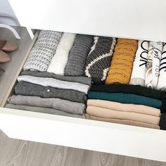 It's sweater season and time to start transitioning to our Winter closets! Avoid the stress and let us handle your closet refresh today.booking link in our bio. Minimalist Closet, Minimalist Home Decor, Minimalist Style, Dresser Organization, Home Organization, Organizing Ideas, Home Staging, Setting Up A Budget, Malm Dresser