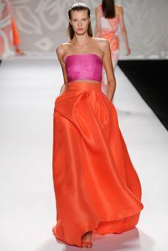 Monique Lhuiller- El rosa y el rojo, crop top+ volumen
