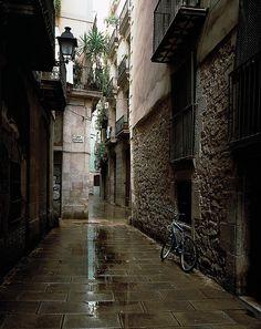 Barri La Ribera amb pluja, Barcelona,  Catalunya