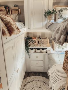 A cozy neural styled spaced designed for triplets Bus Living, Tiny House Living, Zipper Bedding, Rv Homes, Van Home, Rv Interior, Camper Makeover, Remodeled Campers, Tiny House Design