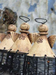 Make cute wind chimes Andělíčku, můj strážníčku. Ceramic Clay, Ceramic Pottery, Pottery Art, Christmas Angels, Christmas Crafts, Christmas Ornaments, Clay Projects, Clay Crafts, Clay Angel
