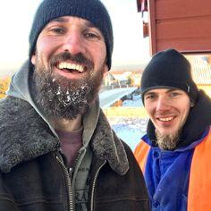 """Dziś w Końskich temperatura w okolicy -23 stopni. Ja i """"Żelazny"""" Mike nawet nie zdążyliśmy ostygnąć podczas montażu!! #wszystkozestali #końskie #montaż #zima"""