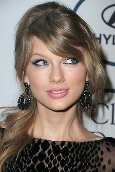 Omg she looks so pretty!! I love her! #swiftie #nohate :)