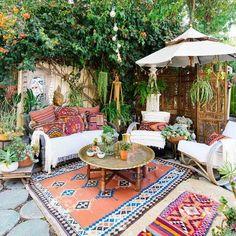 11 Bohemian Outdoor Rooms and Patios Outdoor Rooms, Outdoor Fun, Outdoor Gardens, Outdoor Living, Outdoor Paint, Outdoor Life, Modern Gardens, Outdoor Lounge, Small Gardens