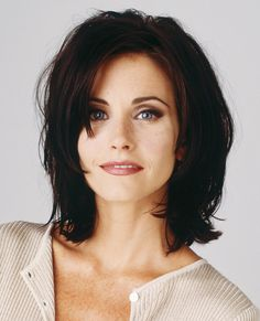 Best Celebrity Haircuts Of All Time - Celebrity Hairstyles Courtney Cox Hair, Hair Inspo, Hair Inspiration, Medium Hair Styles, Short Hair Styles, Celebrity Haircuts, 90s Haircuts, Fine Hair, Cute Hairstyles