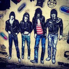 Ramones @ Vila Madalena by @larinhaduarte #ilivesp