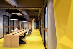 / Klique Desk coworking office by Studio of Design and Architecture Bangkok Thailand /