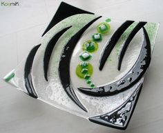 arts-de-la-table-plat-de-service-artisanal-en-verre-1279242-adt-kosmic-a9887_big.jpg (1440×1181)