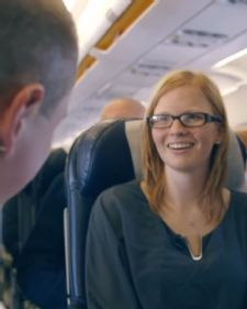 Obično putovanje sa sestrom, Mariki se pretvorio u najlepši san, ne samo što je zaprošena u avionu belgijske avio kompanije, već zato što je i iz njega izašla kao udata žena.