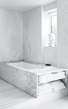 Marble bathtub by David Bers // Architecture + Isaac Mizrahi + Arnold Germer // private residence in Greenwich Village // Manhattan NICE STORAGE Bad Inspiration, Bathroom Inspiration, Interior Inspiration, Bathroom Interior, Home Interior, Interior Architecture, Modern Marble Bathroom, Marble Interior, Scandinavian Interior