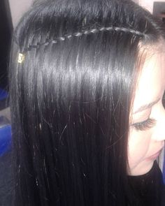 Algo delicado 😉  Trenza,cascada Instagram, Hair Styles, Beauty, Braids Long Hair, Braid Hair, Waterfall Plait, Hair Tutorials, Waterfalls, Stars