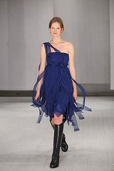 love this blue Morgane Le Fay