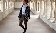 FASHION OUTFIT : Tee-Shirt : H&M // Poncho : Matili // Collants (Tights) : Calzedonia // Snickers : Le Coq Sportif