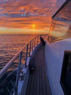 Bosporus Sunset Cruise on Luxury Yacht Beach Aesthetic, Travel Aesthetic, Belle Photo, Dream Vacations, Aesthetic Pictures, Nature Photography, Beautiful Places, Scenery, Around The Worlds