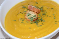 Velouté carotte, panais et lentille corail Cheeseburger Chowder, Thai Red Curry, Healthy Recipes, Healthy Food, Cooking, Ethnic Recipes, Table, Cooking Recipes, Carrots