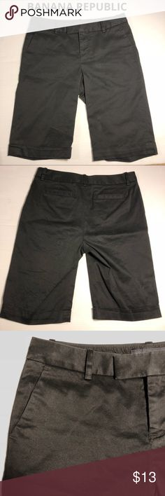 """Banana Republic Martin black stretch shorts 2 Banana Republic Bermuda shorts in black. Martin fit, sits below the waist in a universally flattering mid rise. Length is just above knee, 12.5"""" inseam. Stretchy comfortable & flattering 97 cotton, 2% spandex. 3"""" zipper, 9"""" rise. Classic versatile black shorts. Size 2.  (1025) Banana Republic Shorts Bermudas"""
