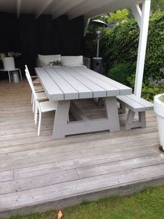 The most awesome Garden bench Decks Ideas 1562210810 Outdoor Tables, Outdoor Seating, Outdoor Dining, Outdoor Decor, Picnic Tables, Dining Area, Dining Table, Hanging Swing Chair, Swinging Chair