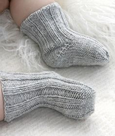 """Baby Knitting Patterns Baby Booties - Knitted DROPS socks with rib in """"Baby Merino"""". Baby Knitting Patterns, Knitting For Kids, Knitting Socks, Baby Patterns, Free Knitting, Knitting Projects, Knitted Baby Socks, Knit Socks, Diy Baby Socks"""