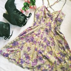 HP!Free People tieback halter floral sun dress Adorable in floral! This Free People sun dress has adjustable ties, an elasticized bodice, full skirt and pockets. Lightweight cotton blend with gorgeous large-scale flower print. Lined. In excellent used condition. Free People Dresses