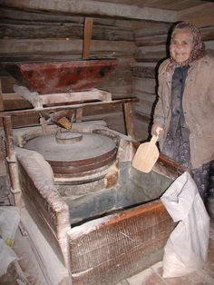 ROMANIA-making flour...bloem zelf maken [geen supermarkt!] gezond bezig en aan de slag blijven deels traditie deels noodzaak How To Make Flour, Plant Aesthetic, Food Staples, Homemaking, Traditional, Morocco, Childhood, Popular, Landscape