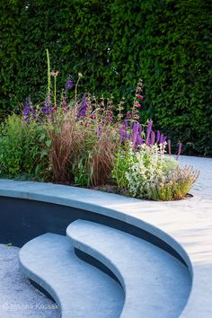 Limestone steps wrap around a sunken seating area to form a bench with a colourful planting bed behind. Landscape Design, Garden Design, Tom Simpson, Rhs Hampton Court, Design Awards, Planting, Garden Ideas, Toms, Bench