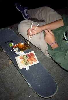 grunge aesthetic Eddy and Lopez eating sushi off a skateboard at the skate park Summer Aesthetic, Aesthetic Grunge, Aesthetic Photo, Aesthetic Pictures, Aesthetic Food, Aesthetic Vintage, Shotting Photo, Estilo Indie, Skater Girls