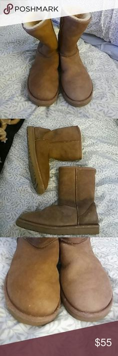 Ugg Chestnut Classic Short Boots. Sz 9 Good condition. Freshly cleaned. Toes and heels look good. Light signs of wear. Light fading all over from wear. Comfy and warm. Super Fluffy inside. UGG Shoes Winter & Rain Boots
