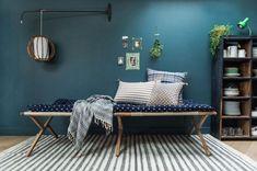 Le salon bleu canard en décoration Style Deco, Home Staging, Decoration, Entryway Bench, Furniture, Home Decor, Photos, Blue Shed Furniture, White Couches