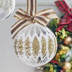 Occorrente filati per la pallina di Natale pizzo di Cantù Bobbin Lace, Christmas Bulbs, Holiday Decor, Diy, Xmas, Lace, Noel, Pattern, Christmas