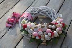 Tinker Easter presenta: 33 ideas para niños y adultos. Easter Wreaths, Christmas Wreaths, Felt Flowers, Door Wreaths, Diy And Crafts, Floral Wreath, Decoupage, Holiday Decor, Pattern