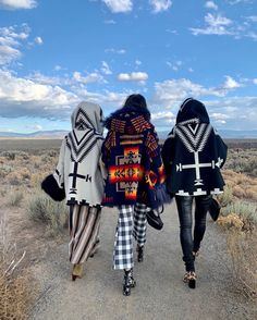 Lindsey Thornburg X Pendleton Woolen Mills Outerwear Is Our New Obsession - COWGIRL Magazine Cowgirl Wedding, Cowgirl Chic, Cowgirl Style, Cowgirl Boots, Cowgirl Fashion, Western Style, Southern Outfits, Pendleton Woolen Mills, Downtown New York