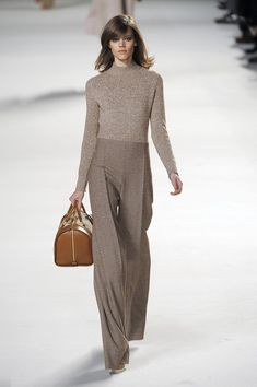 Chloé at Paris Fashion Week Fall 2010 - Runway Photos Fashion Moda, Work Fashion, Fashion Week, High Fashion, Winter Fashion, Womens Fashion, Fashion Trends, Chloe Fashion, Paris Fashion