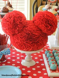 Mickey ears centerpiece • Tutorial http://wemetinabar.com/2009/05/it-was-worth-it/