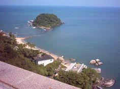 Praia Mansa. Vista da Ilha do Farol ou Ilha da Tartaruga.
