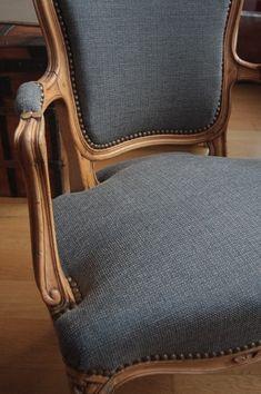 Swing Chair Outdoor - Chair For Living Room 2020 - - Green Bar Chair - Chair Rail Ideas Stairs Chair Makeover, Furniture Makeover, Furniture Decor, Find Furniture, Reupholster Couch, Chaise Restaurant, Chair Fabric, Upholstery Fabrics, Upholstered Furniture