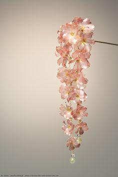 Fake Flowers, Pretty Flowers, Japanese Hairstyle, Japan Photo, Bridal Salon, Hair Sticks, Chinese Style, Suncatchers, Hair Pins