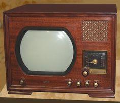 Radio Vintage, Antique Radio, Vintage Tv, Vintage Television, Television Set, Radios, Tv Sets, Box Tv, New Things To Learn