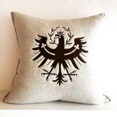 Der Tiroler Adler zum Kuscheln. Kissen aus reiner Merinowolle Indoor Outdoor Pools, Throw Pillows, Bed, Cushion Pads, Eagle, Cuddling, Textiles, Decorating, Toss Pillows