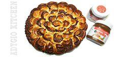 Cozonac floare cu nutella  www.adygio.com Romanian Food, Romanian Recipes, No Cook Desserts, Nutella, Sausage, Caramel, French Toast, Muffin, Sweets