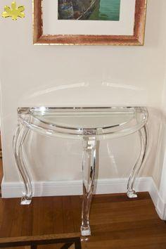 MODELLO 800 3 GAMBE #consolle #trasparente #acrylic #consolle #plexiglass #desk #home #office #madeinitaly http://www.eldoradosas.it/design/consolle/consolle-plexiglass.html