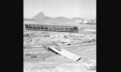 Construção do MAM, em 1963: o pavilhão de exposições do museu foi construído ao mesmo tempo que o parque Arquivo O Globo / Agência O Globo
