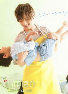Something tells me that Ryosuke would make a good father. Ryosuke Yamada, Cute Animal Videos, Good Good Father, My Memory, Beautiful Men, Hot Guys, Fangirl, Gifs, Singer
