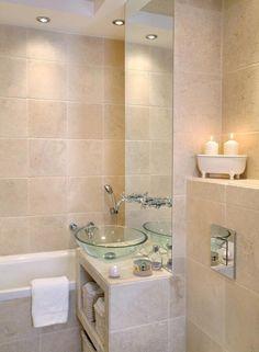 idées pour petite salle de bain en grands carreaux beiges