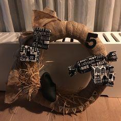 Sinterklaas krans Burlap Wreath, Diys, Om, Workshop, December, Silhouette, Wreaths, Holidays, Halloween