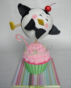 Penguin and Cupcake Cake